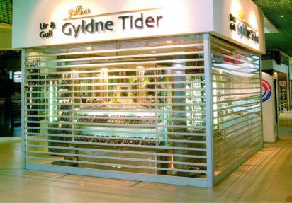 Gjennomsiktig rullesjalusi i polykarbonat på gullsmedforretning Gyldne Tider
